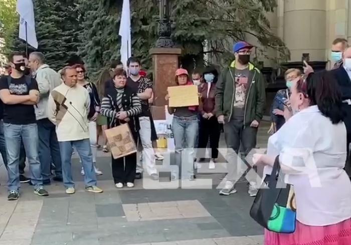 Возмущенные харьковчане вышли на акцию протеста под ХОГА (видео)