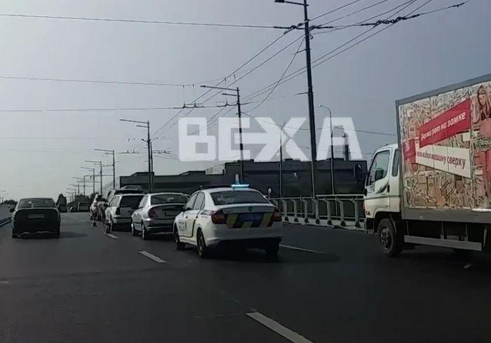 Мощное ДТП в Харькове – на мосту столкнулись сразу 5 авто (видео)