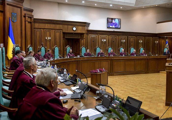 КСУ приступает к рассмотрению конституционности закона о земле