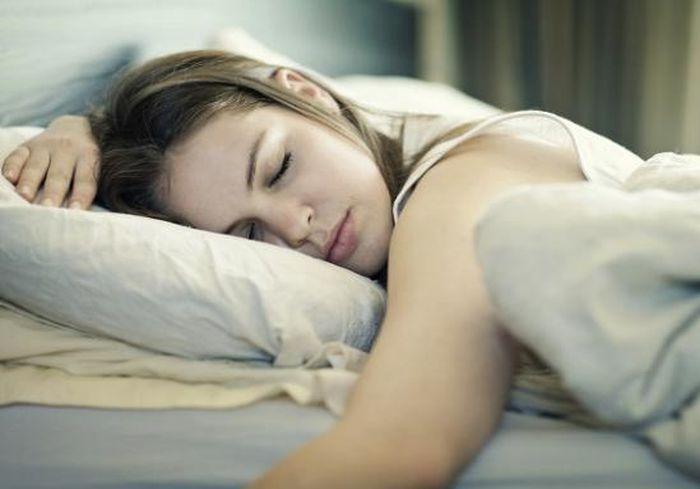 Названа оптимальная продолжительность сна для людей всех возрастов