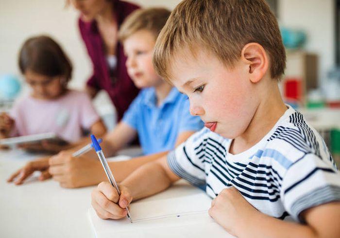 Как выяснилось, письмо от руки делает детей умнее