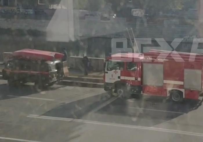 На место курьезного ДТП в Харькове прибыли водолазы (видео)