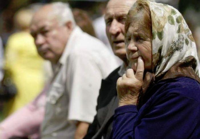 На десять пенсионеров приходится девять работающих