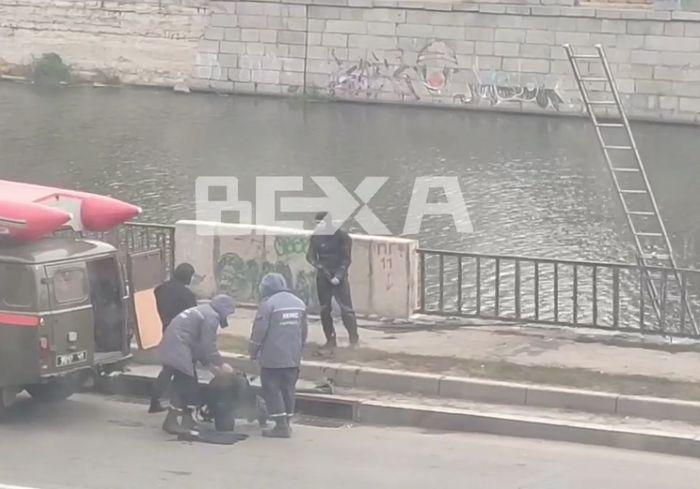 Водолазы закончили работу на Харьковской набережной (видео)