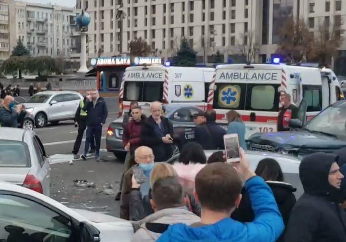 Страшное ДТП на Майдане Независимости в Киеве - двое пешеходов сбиты насмерть, еще трое пострадали (видео 18+)