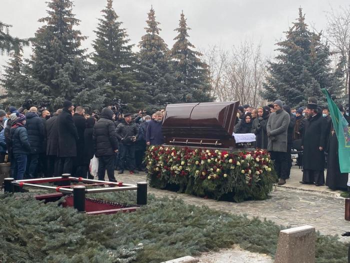 Геннадия Кернеса похоронили на городском кладбище