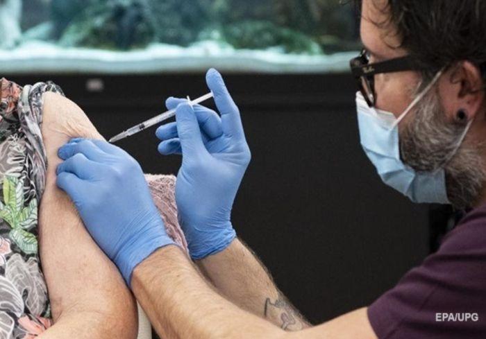 Ученые объяснили, когда прививка начинает защищать от COVID-19