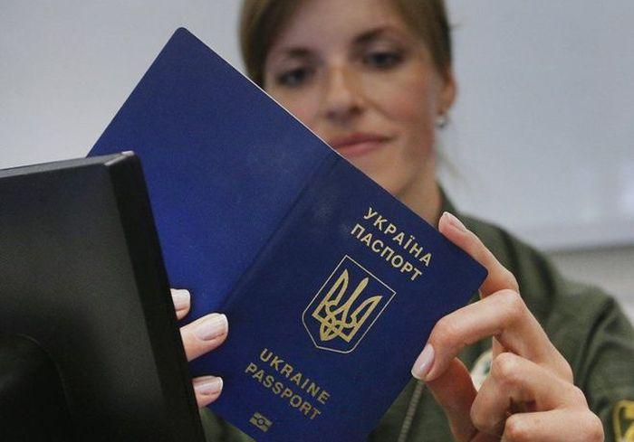 Украинский паспорт занял достойное место в рейтинге «сильнейших» паспортов мира