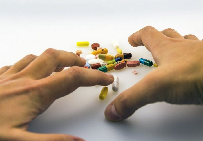 Ученый назвал лекарства, которые очень опасно использовать при коронавирусе