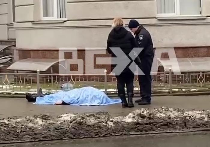 На улице Пушкинской нашли тело мужчины
