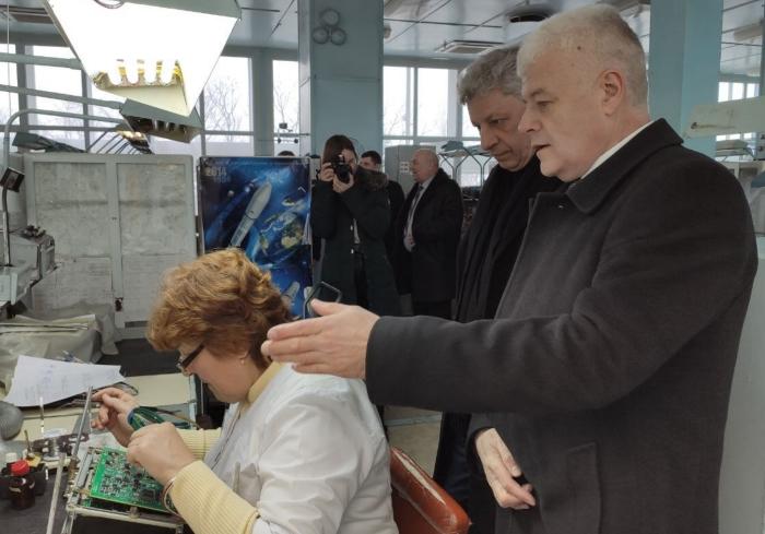 «Государство должно помогать, а не душить налогами»: Юрий Бойко с однопартийцами посетил предприятие «Коммунар»