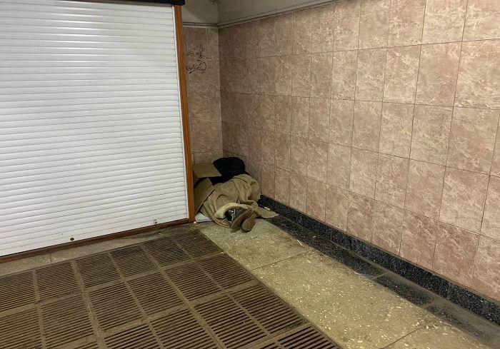 На метро Алексеевской лежит тело мужчины