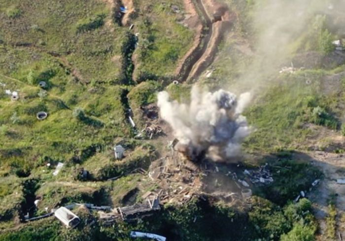 В Сети показали видео уничтожения позиции боевиков на Донбассе