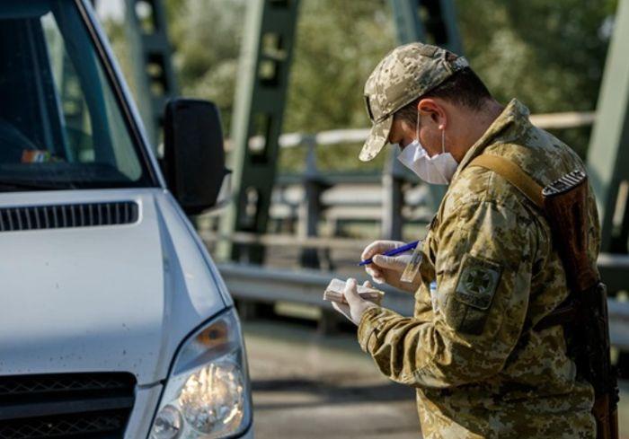 На западной границе Украины образовалась очереди из сотен автомобилей
