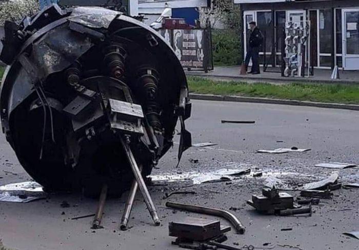 Под Харьковом грузовик потерял запчасть «летающей тарелки» (фото, видео)