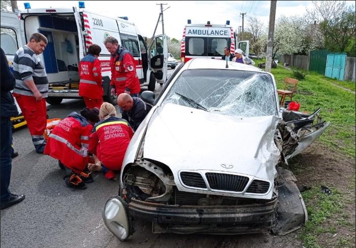 В Печенегах спасатели деблокировали пострадавшего в ДТП водителя