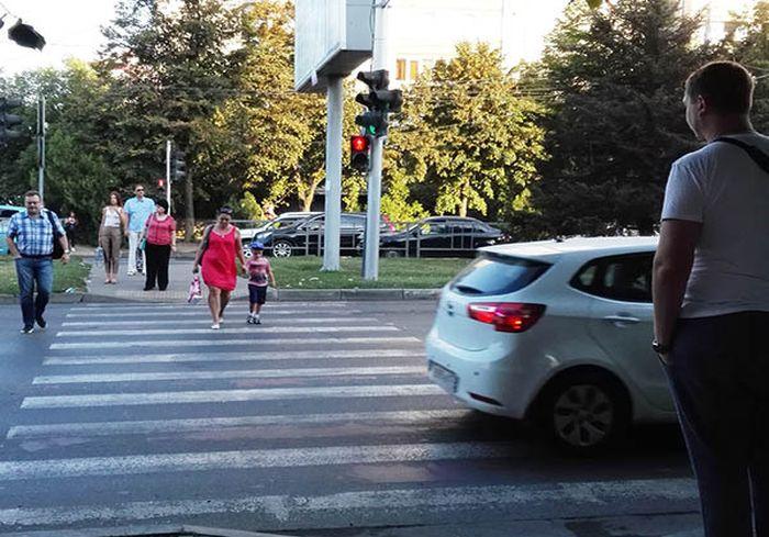 Как отучить пешеходов нарушать ПДД – опыт Франции (видео)