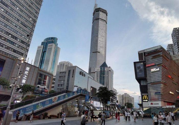 Паника в Китае – просел фундамент под одним из высочайших небоскребов (видео)