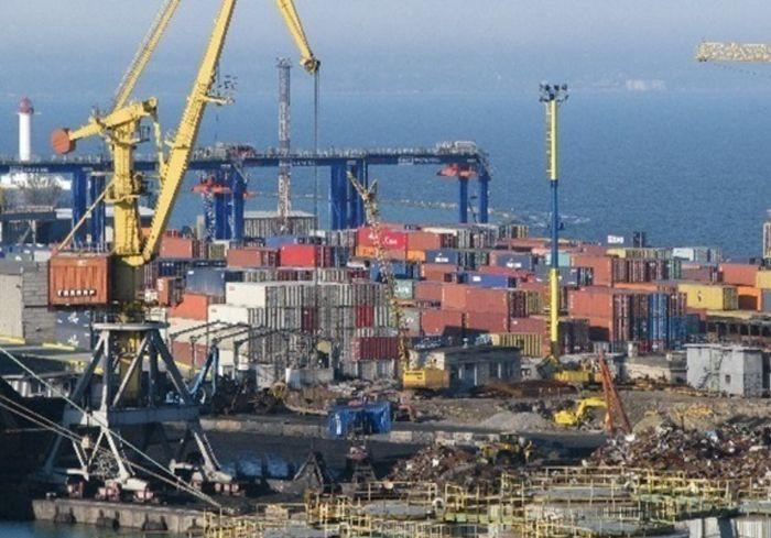 Карантин в китайском порту остановил мировую торговлю