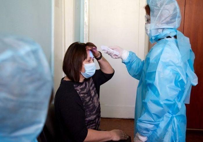 Врач назвала 5 симптомов, которые отличают коронавирус от ОРВИ