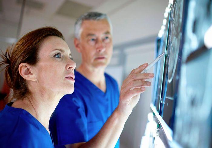 Для спасения больного с инсультом есть всего четыре с половиной часа