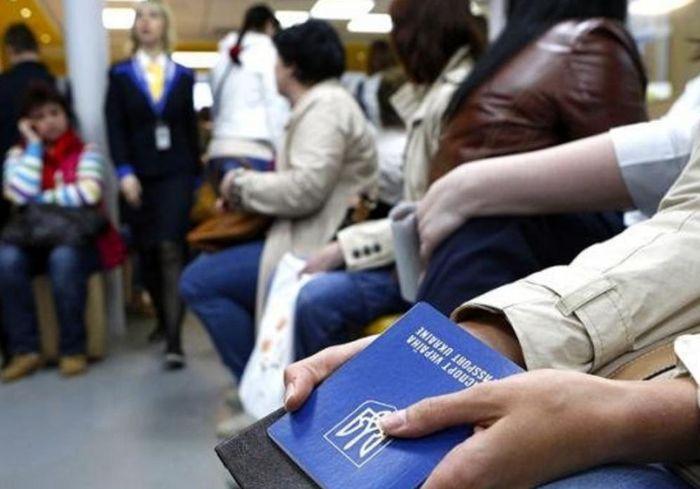 Все больше украинцев уезжают жить и работать в Польше