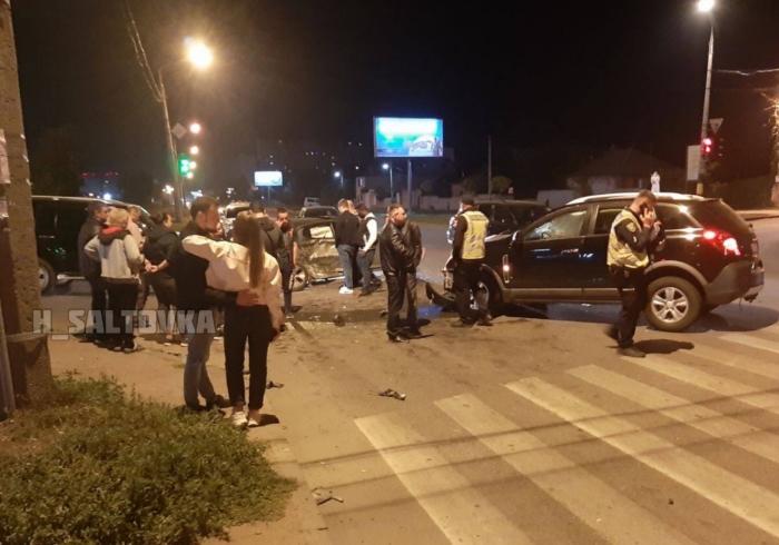 На Академика Павлова ночью серьезно столкнулись два автомобиля (фото)
