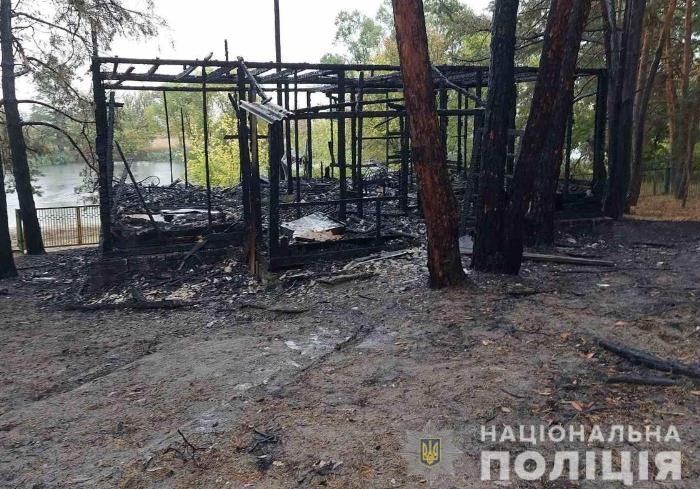 Под Харьковом в пожаре на базе отдыха пострадали люди