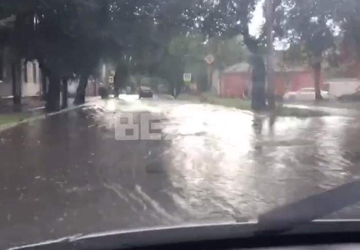 В Харькове снова из-за дождя затопило городские улицы