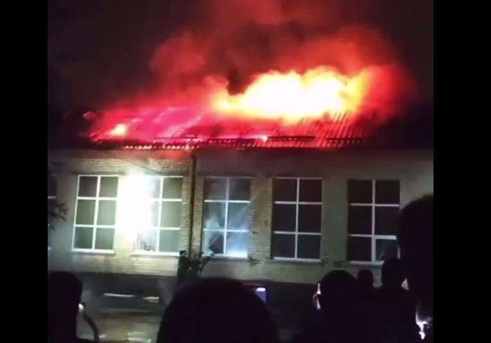 В Чугуеве горит местная школа (видео)