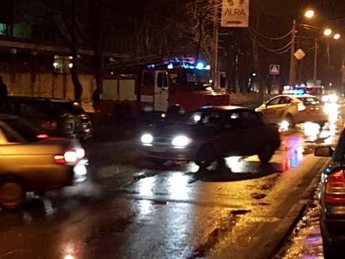 Из-за «минирования» вХарькове избизнес-центра эвакуировали 214 человек